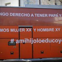 """Niñez y juventud trans en peligro: organizaciones llaman a impedir regreso del """"Bus de la libertad"""" a Chile"""