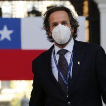 """""""Secretarias de los médicos"""": Enfermeras denuncian tratos machistas por parte del recién nombrado subsecretario de Redes Asistenciales, Alberto Dougnac"""