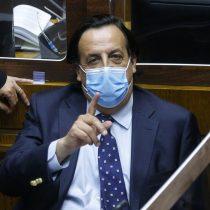 Víctor Pérez vuelve a la política: Longueira lo convenció para ser su reemplazante en la interna UDI