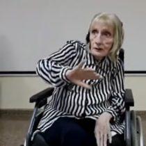 Mujer con alzheimer recuerda su pasado como bailarina con el