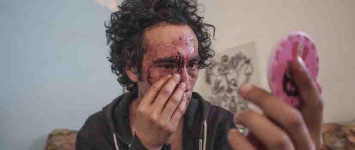 "Película sobre víctimas oculares del estallido social""Mirando fijo algo que explota""vía online"