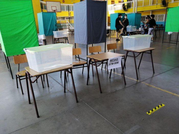 Primarias 2020: Claudia Mix y Heraldo Muñoz no pudieron votar porque no se constituyó su mesa
