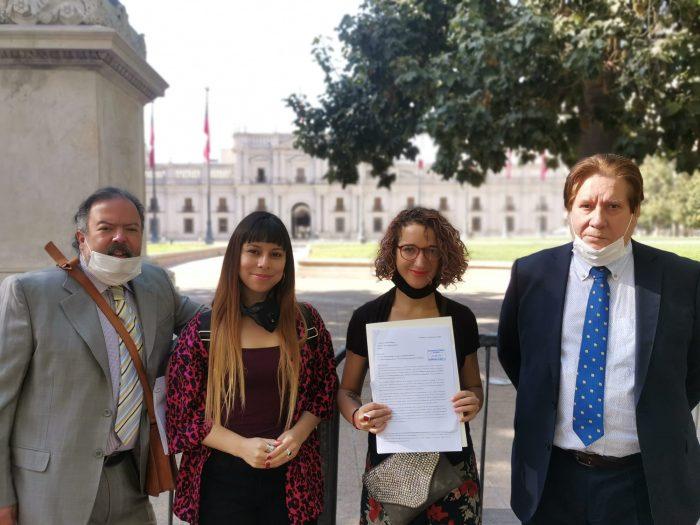 Organizaciones de chilenos en el exterior entregaron carta en La Moneda para exigir participación en el proceso constituyente