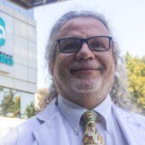 Doctor Renato Acuña oficializa su candidatura y se enfrentará a Izkia Siches para dirigir el Colegio Médico en el próximo periodo