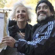 """Papa Francisco y las Abuelas de Plaza de Mayo despiden a Diego Maradona: """"Su partida nos inunda de tristeza"""""""