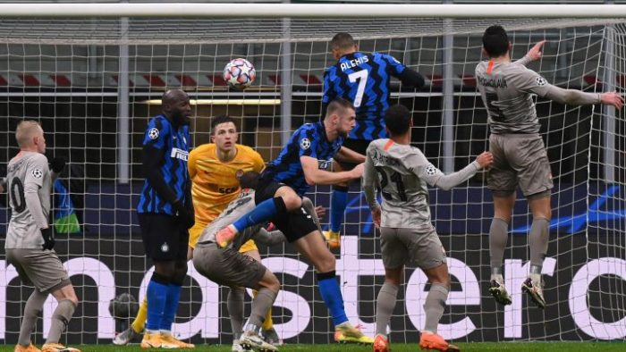 Alexis y Vidal sin Champions: Inter de Milán obtiene magro empate de local ante Shakhtar y queda eliminado de competiciones europeas