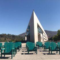 Convierten una tonelada de plásticos en sillas para el Parque Bicentenario