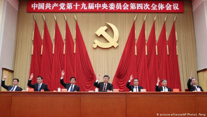 """Pekín reacciona a acusaciones de EE.UU. y pide a Washington que """"deje de difundir su virus político"""""""