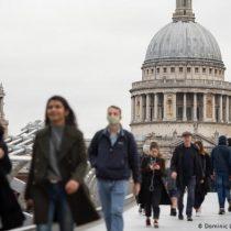Imponen duras restricciones en Londres para frenar contagios de COVID-19