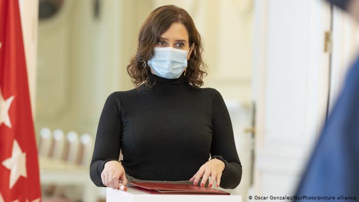 Polémica por masivo concierto de Raphael en plena pandemia