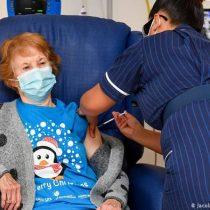 Reino Unido inicia vacunación masiva: mujer de 90 años es la primera en recibir inoculación contra Covid-19