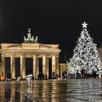 El mundo celebra Navidad en confinamiento y restricciones