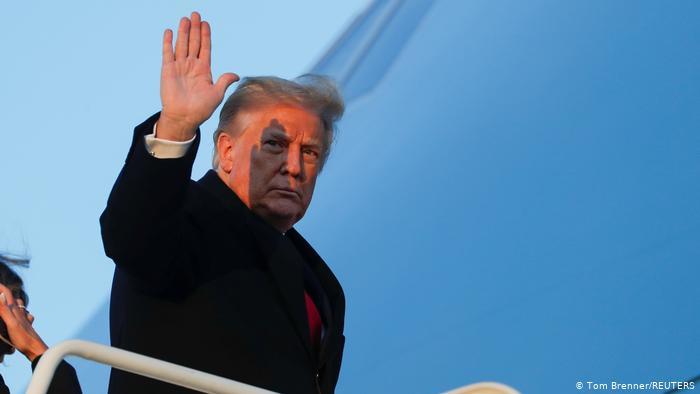 Tras cinco días negándose, Trump firma presionado nuevo plan de estímulo ante pandemia