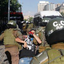 Nuevo viernes de manifestaciones deja varios detenidos en Santiago Centro
