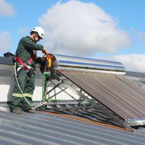 Implementan calentadores solares para continuar mejorando el uso energético en lecherías