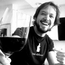 El canal de Youtube del crítico gastronómico Daniel Greveque busca simplificar el discurso del vino