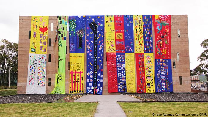 Bordadoras de paz colombianas: elaborar las heridas y conservar la memoria