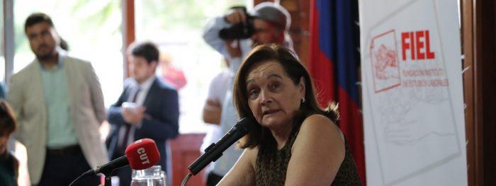 Barómetro del Trabajo: Casi la mitad de los chilenos se ha sentido discriminado en el trabajo y la principal razón es ser mujer