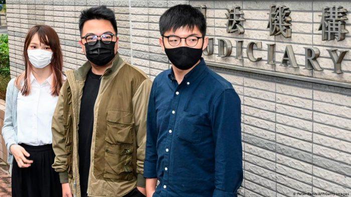 Condenan a cárcel a Joshua Wong y otros dos líderes prodemocracia por protesta en Hong Kong