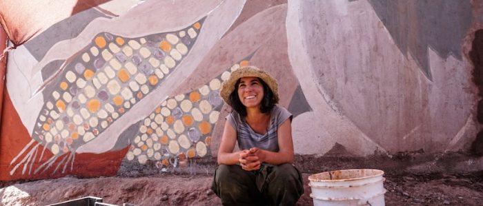 Mural realizado con pinturas de tierra será la nueva postal de bienvenida a San Pedro de Atacama