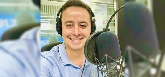 """""""El Trovador del Gol"""": relator deportivo Alberto Jesús López es formalizado por violencia contra su hijo y expareja"""