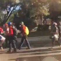 Manifestantes buscan avanzar a La Moneda en protesta por libertad de presos del estallido social