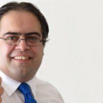 El polémico perfil del abogado que se querelló contra la Defensora de la Niñez: pinochetista, trumpista y a favor del Bus de la Libertad