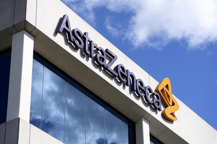Reguladores sanitarios de Reino Unido aprueban la vacuna de AstraZeneca y Oxford