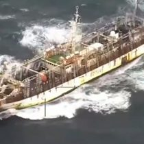 Megaflota china acusada por pesca ilegal ya navega por mar chileno