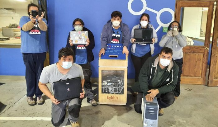 Campaña reacondiciona equipos electrónicos en desuso para que se convierten en regalos navideños para estudiantes