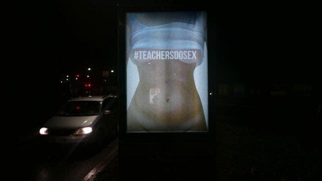 """""""Los profesores tienen sexo"""", una campaña en apoyo a una maestra despedida"""