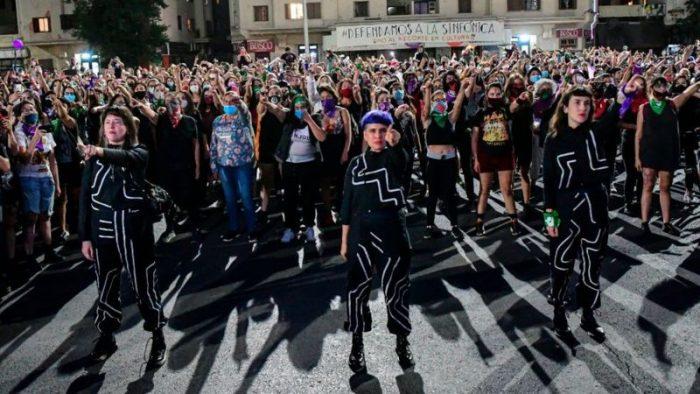"""Tus preguntas a Las Tesis las chilenas que crearon """"Un violador en tu camino"""""""
