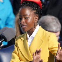 Quién es Amanda Gorman, la poeta de 22 años que conmovió al público en la ceremonia en el Capitolio