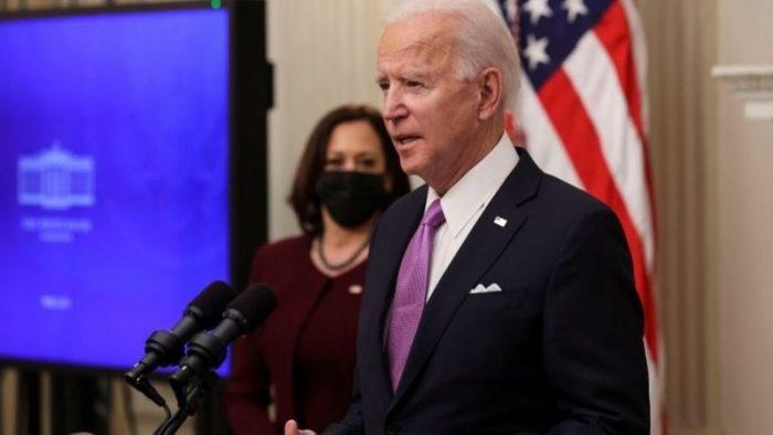 Biden anuncia que exigirá un test de covid-19 y cuarentena a todos los viajeros como parte de su plan contra la pandemia