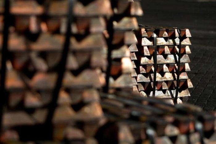 Cobre cae tras brote de coronavirus en China que hace dudar sobre la demanda del metal