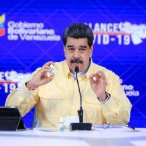 """Nicolás Maduro presenta unas gotas """"milagrosas"""" que """"neutralizan"""" en un 100% el Covid-19"""