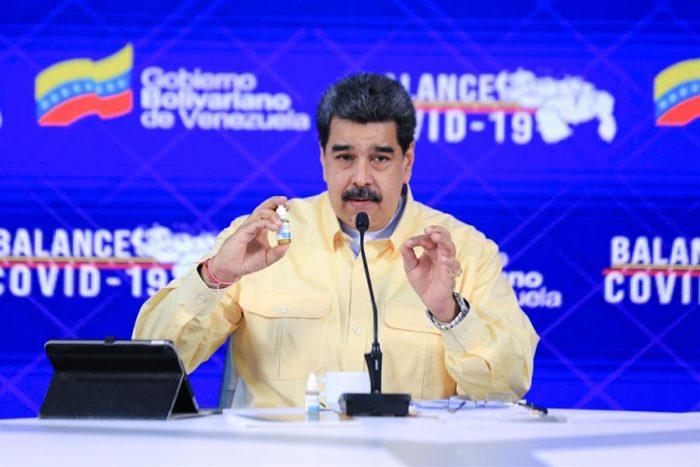 Nicolás Maduro presenta unas gotas