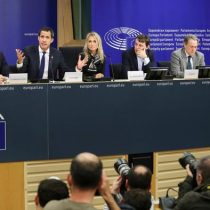 "UE evita tratar como ""presidente"" a Juan Guaidó, pero dice estar dispuesta a trabajar con él"