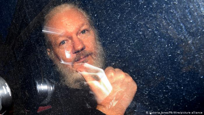 Justicia británica niega a Julian Assange la libertad condicional a pesar de haber rechazado su extradición a Estados Unidos