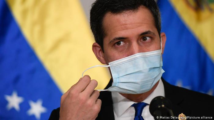 Juan Guaidó instala parlamento paralelo: