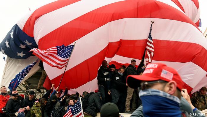 Más de 150 acusados por asalto al Capitolio de EE.UU.