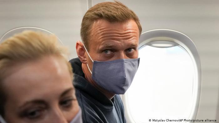 Detención de líder opositor ruso: Navalny, aislado en una celda de cuarentena, será juzgado mañana por difamación