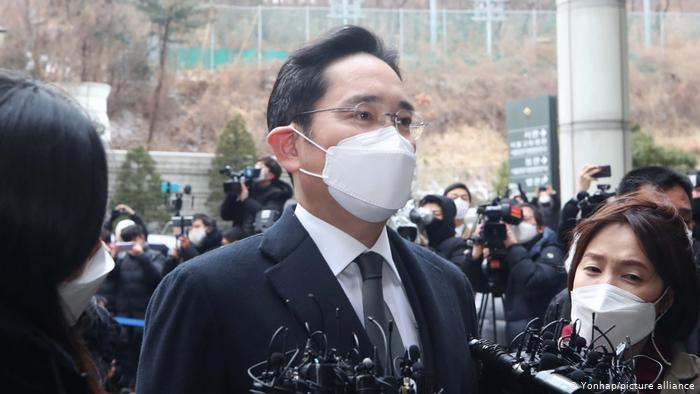 Vicepresidente de Samsung Electronics, Lee Jae-yong condenado a dos años y medio de cárcel por corrupción