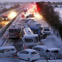 Accidente de tránsito en cadena involucra a 140 vehículos en Japón