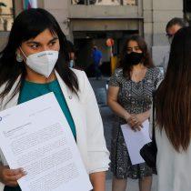 """Izkia Siches golpea la mesa: acusa """"malos tratos"""" del Minsal hacia los médicos y pide tratar directo con Piñera"""