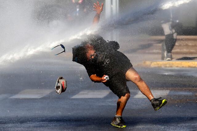 Plaza Italia es escenario de nuevas manifestaciones en el aniversario número 13 del asesinato de Matías Catrileo