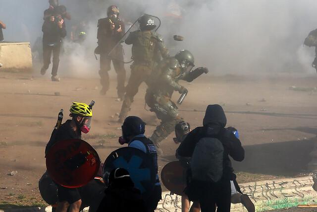 Otro viernes de protesta en Plaza Italia: manifestantes denuncian quemaduras por chorro del carro lanzaaguas