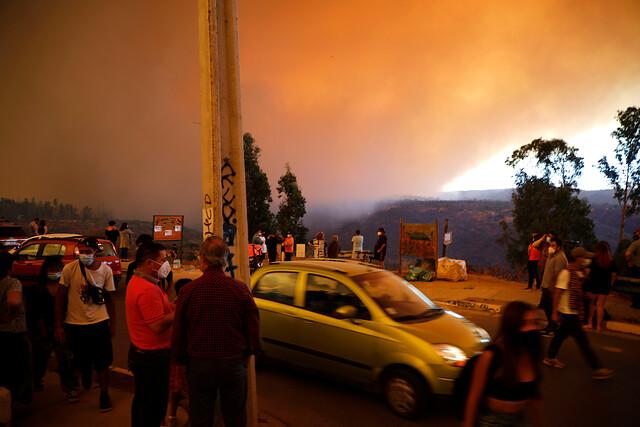 Incendio en Quilpué: registros muestran llamas a solo metros de viviendas