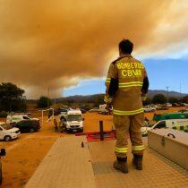 Incendio en Quilpué: recursos aéreos y terrestres concentran labor en limitar avance del fuego en la Reserva Nacional Lago Peñuelas