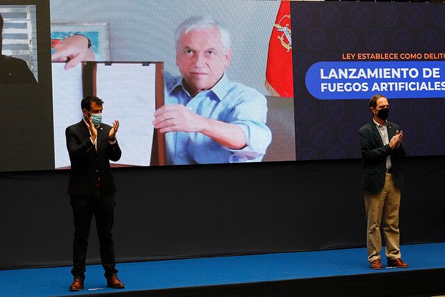Piñera promulga ley que sanciona como delito el uso, venta y fabricación de fuegos artificiales